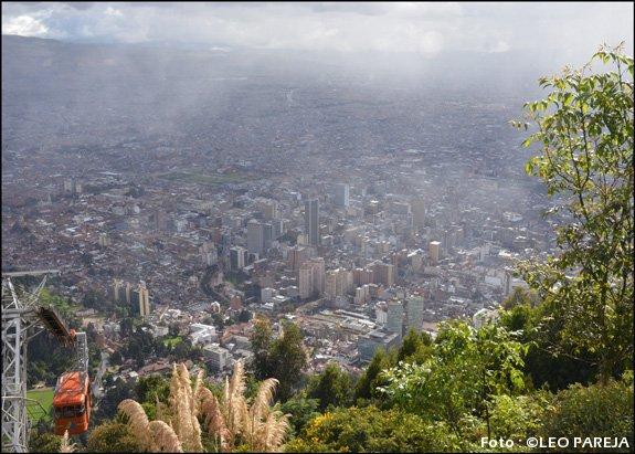 El Cerro de Monserrate vigila desde la cima a Bogotá
