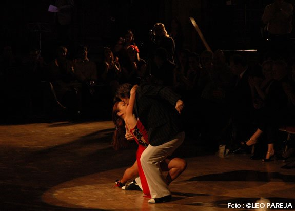 A ritmo de tango bailó Londres