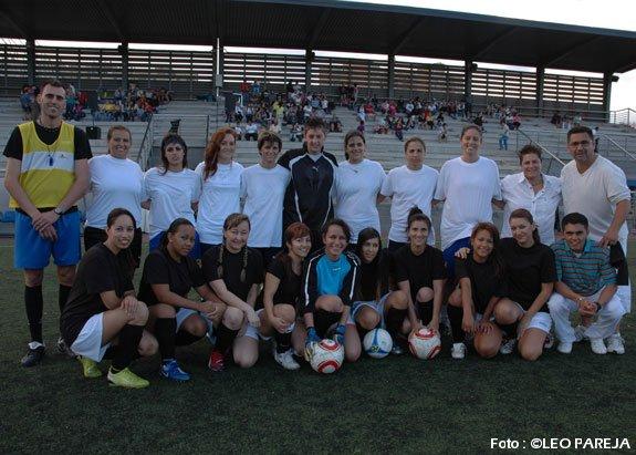 Latinas y canarias: fútbol y espectáculo musical