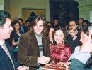 Juanes y los fans.jpg