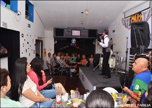 Noche artística en Los 80's Bar en homenaje a Las Madres