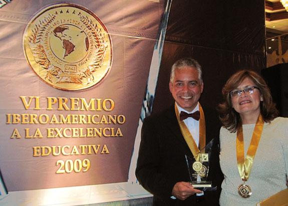"Pastores de Londres reciben ""Doctor Honoris Causa de Iberoamérica"""