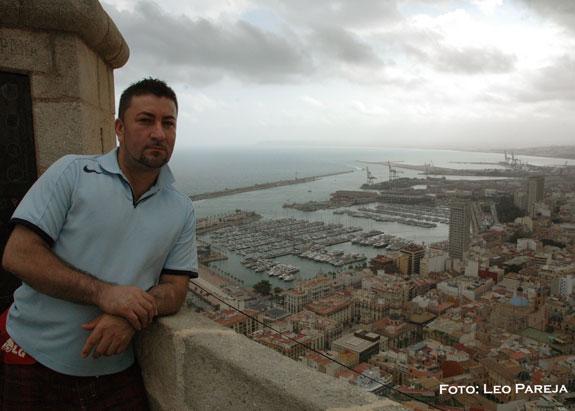 "Albeiro Aguirre graba vídeo ""Evoco mi pasado"" en Alicante"