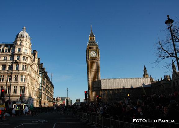 London Parade abrió el 2010 con colorido desfile