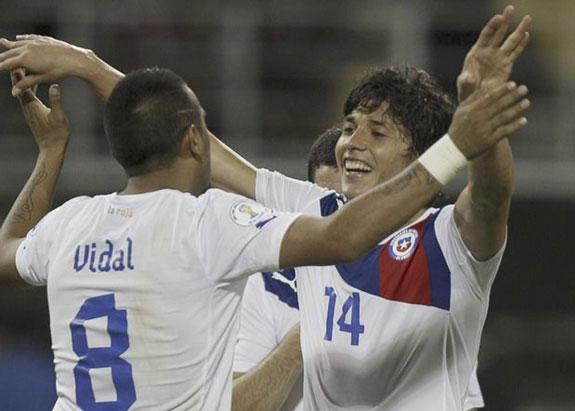 Chile lidera eliminatorias al Mundial de Brasil