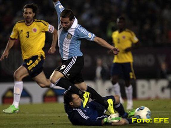 Argentina sigue líder en eliminatorias a Brasil