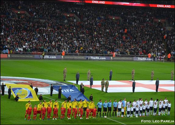 Inglaterra se acerca a Brasil tras golear a Montenegro
