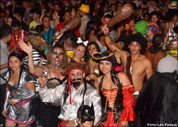 Santuario brilló y bailó con el Carnaval de Disfraces 2014