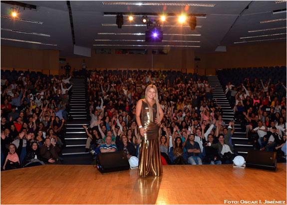 Éxitoso debut en Londres de Alejandra 'La Diva', cantante colombiana