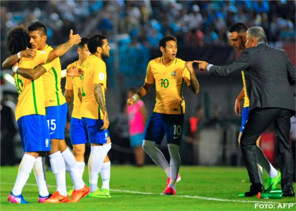 Brasil golea de visitante a Uruguay y se clasifica al Mundial de Rusia 2018