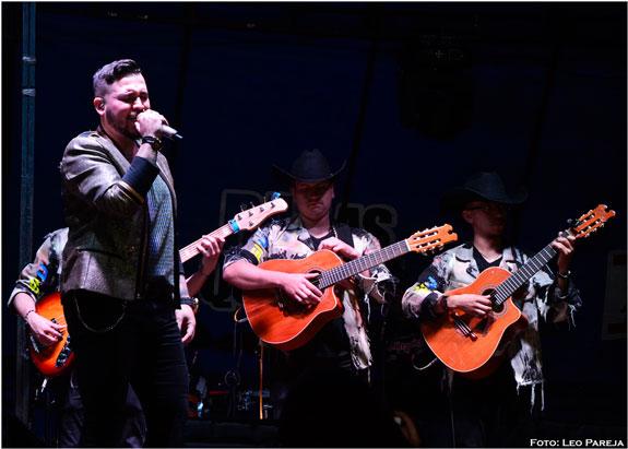 Jessi Uribe, el nuevo ídolo de la música popular, actuó en Pereira