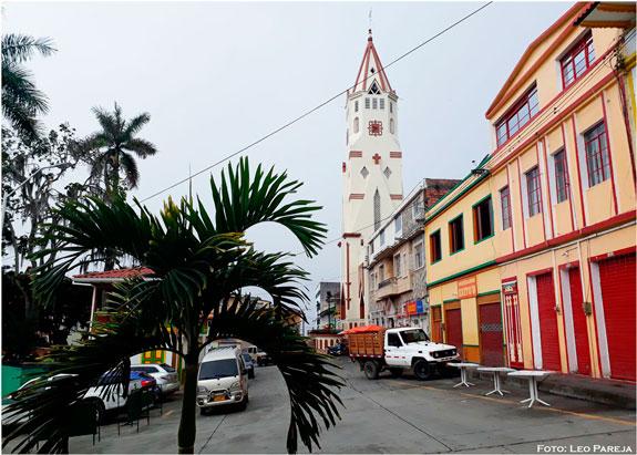 Imponente Templo de La Inmaculada Concepción de Santuario, Risaralda, pueblo turístico